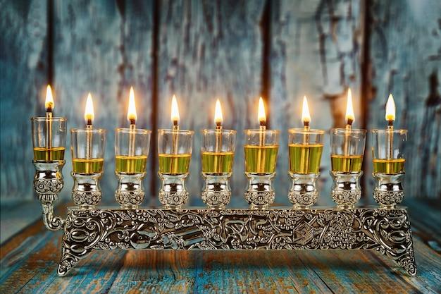 Żydowski festiwal świateł symbol święta chanukkah menora