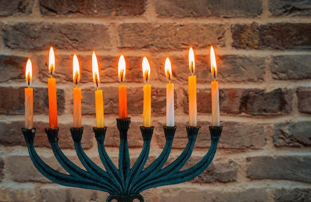 Żydowski festiwal świateł wakacje symbol chanuka menora
