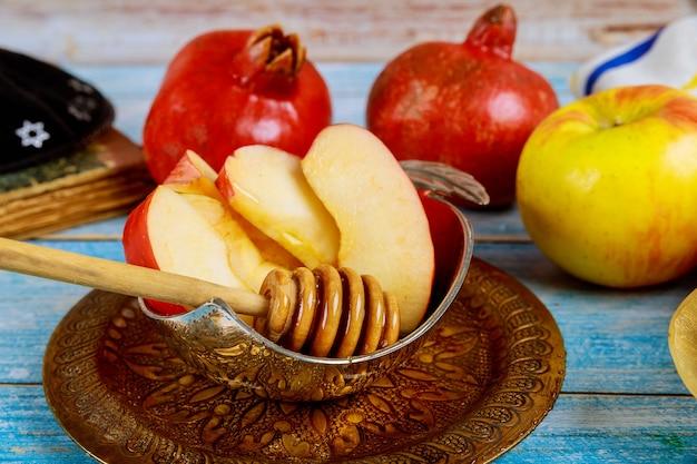 Żydowski nowy rok z miodem na święto jabłka i granatu w rosz ha-szana