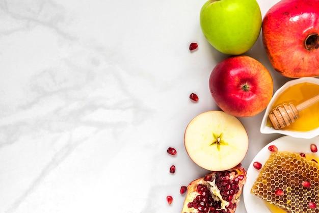 Żydowskie święto rosz haszana tło z miodem, granatem i jabłkami