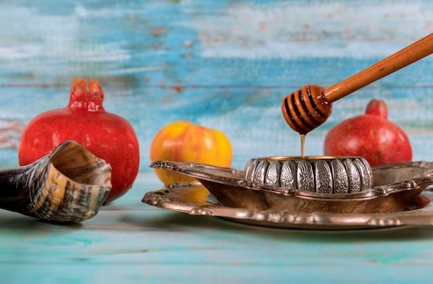 Żydowskie święto yom kippur i rosz haszana miód i jabłka z granatem