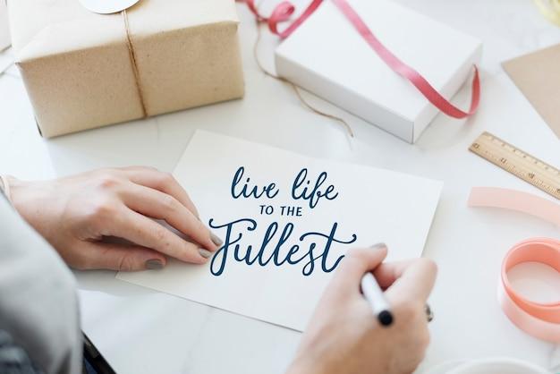 Żyj pełnią życia, cytuj na kartce z życzeniami