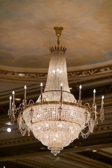 Żyrandole, piękne światło, luksusowe światło