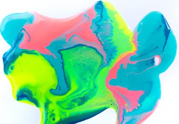 Żywa, kolorowa powierzchnia cieczy