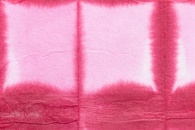 Żywe różowe tło z teksturą shibori