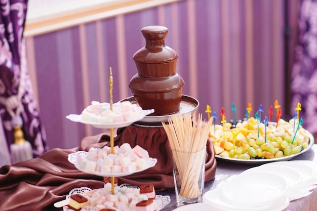 Żywy obraz fontanna czekoladowa fontain na imprezie.