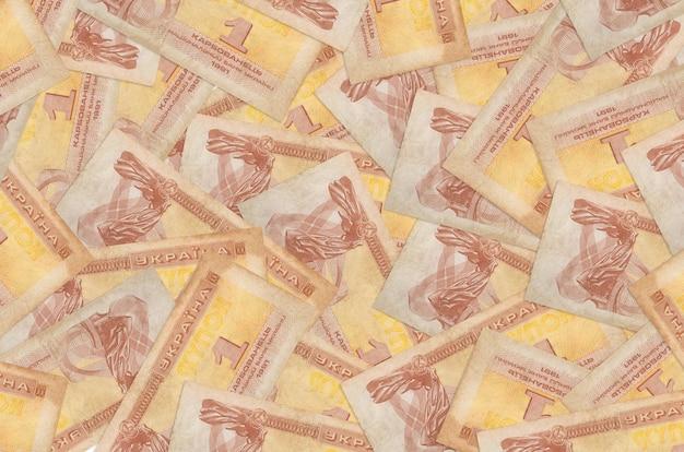 1 billetes de cupón de ucrania se encuentra en una gran pila