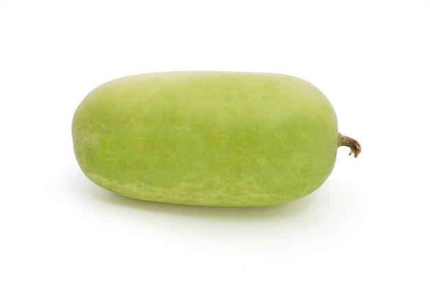 1 melón de invierno aislado en un fondo blanco. (calabaza blanca, calabaza de invierno o calabaza de fresno)