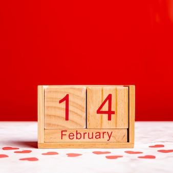 14 de febrero en vista frontal del calendario