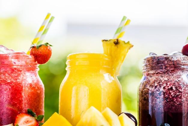 3 deliciosos slushies de diferentes bayas y frutas