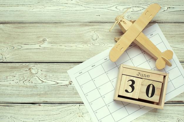30 de junio. imagen del 30 de junio calendario color madera. día de verano