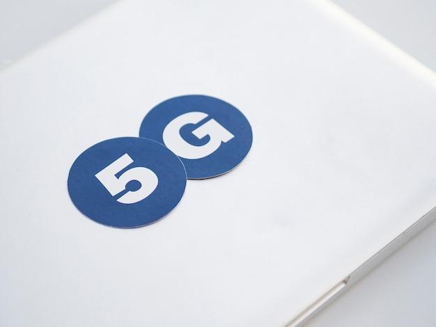 5g pegatinas en la parte superior de la computadora portátil