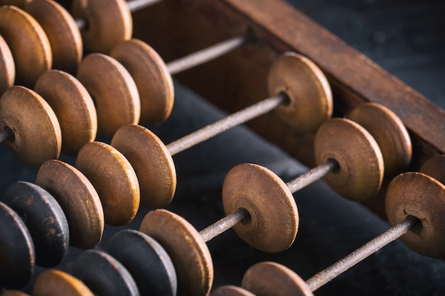 Ábaco de madera contable antiguo vintage. de cerca. imagen tonificada.