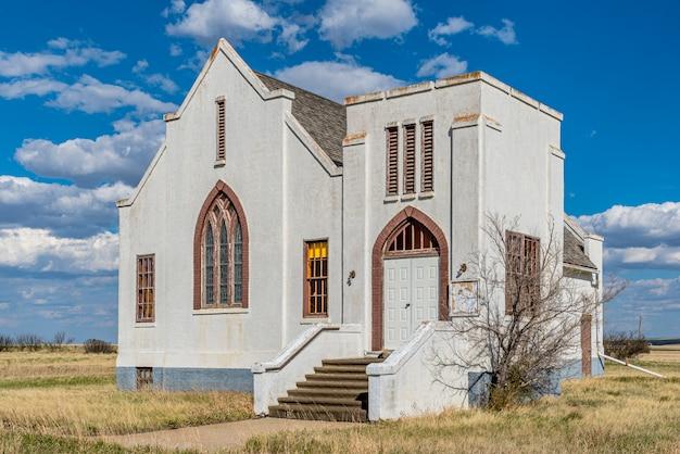 La abandonada iglesia unida de lacadena en lacadena, saskatchewan, canadá