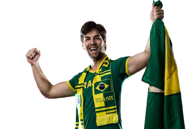 Abanico brasileño celebrando, en un espacio en blanco.