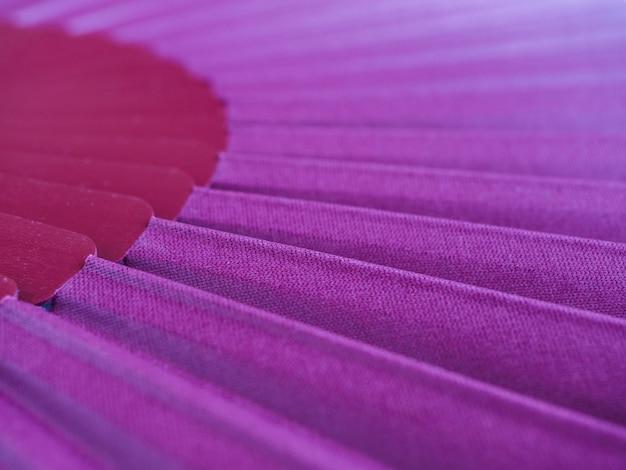 Abanico violeta abierto para baile flamenco español