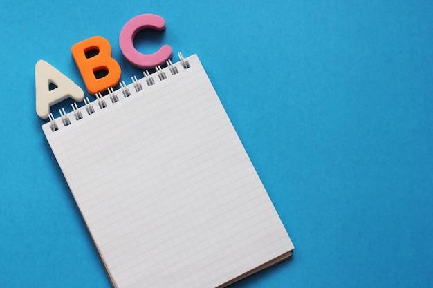 Abc-las primeras letras del alfabeto inglés