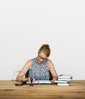 Abogado juez legal regulatios trabajando