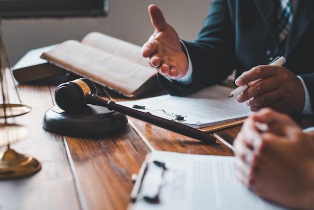 Los abogados dan consejos sobre el juicio