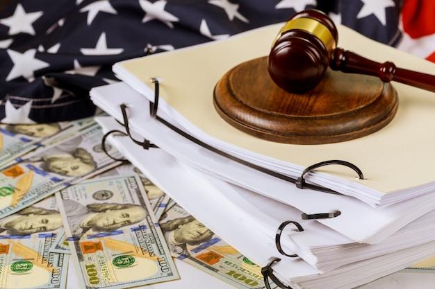 Abogados de derecho y justicia escritorio carpeta de archivos despacho de abogados documento de trabajo