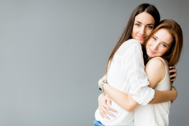 Abrazando amigos