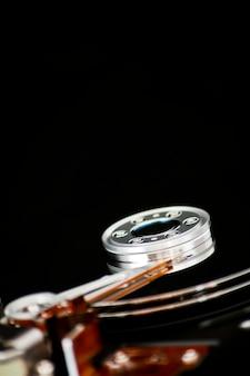 Abrir el disco duro sobre un fondo negro