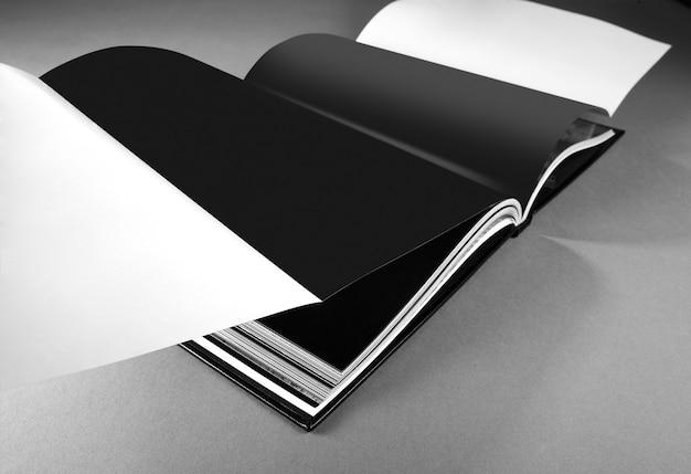 Abrir página del libro en gris
