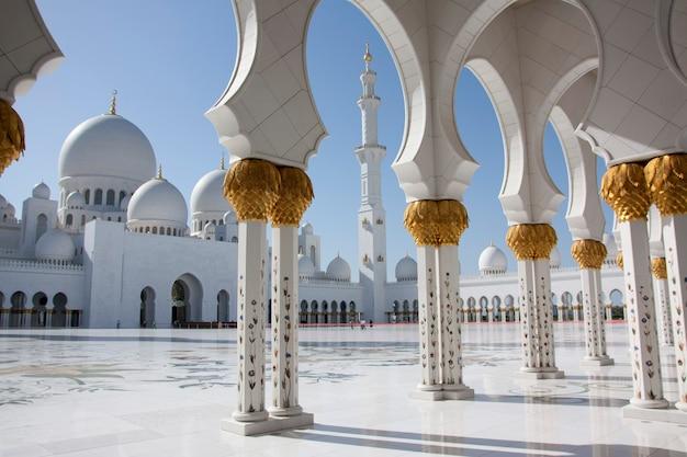 Abu dhabi, emiratos árabes unidos 03 de marzo de 2013 mezquita sheikh zayed