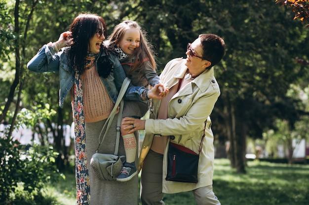 Abuela, madre, hija