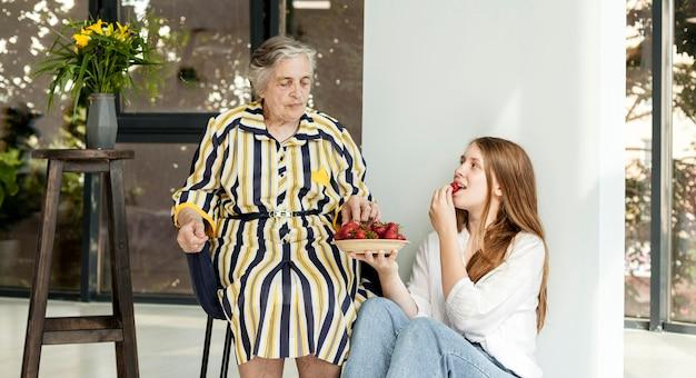 Abuela pasar tiempo de calidad con la familia.