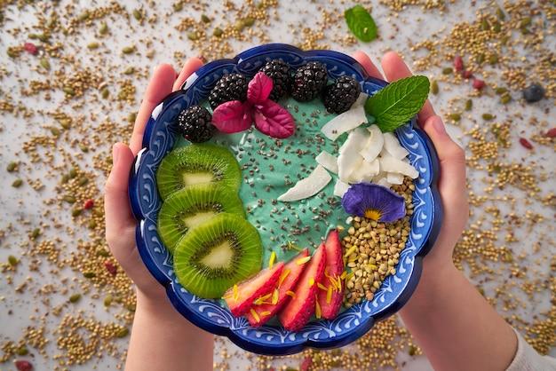 Acai bowl batido kiwi mora fresa