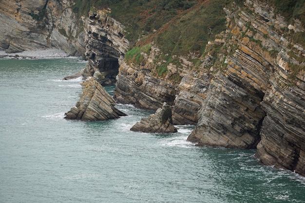 Acantilado en la costa