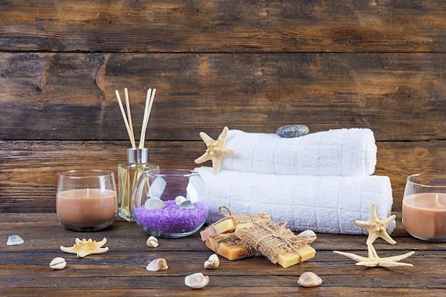 Accesorios de baño. spa y productos de belleza. concepto de cosmética natural spa y cuidado corporal de amenazas orgánicas.