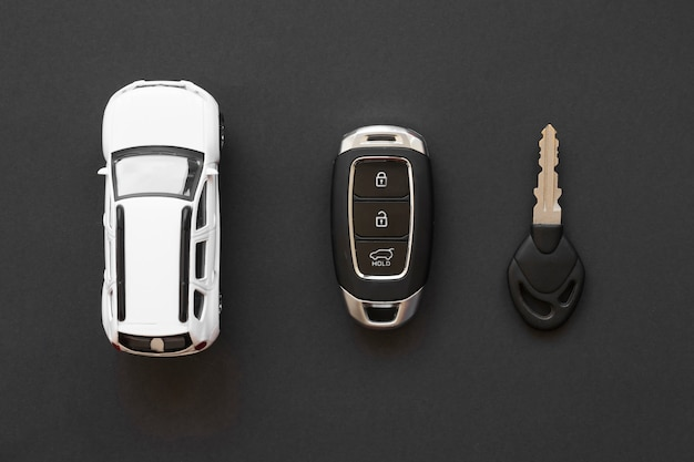 Accesorios de coche en mesa