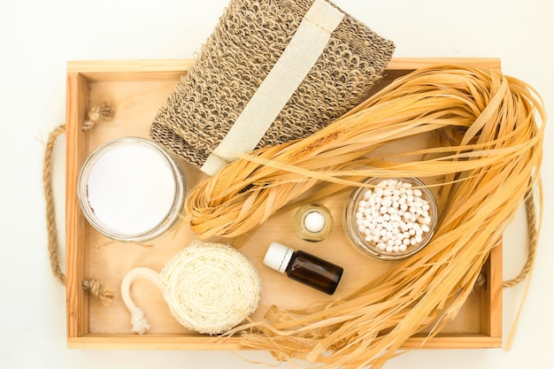 Accesorios ecológicos para el cuidado del cuerpo y el spa - bastón, esponja vegetal, bastoncillos de algodón de madera