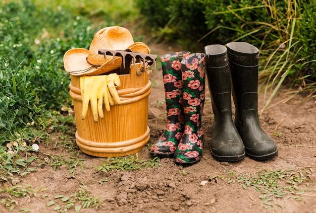 Accesorios de jardinería en primer plano