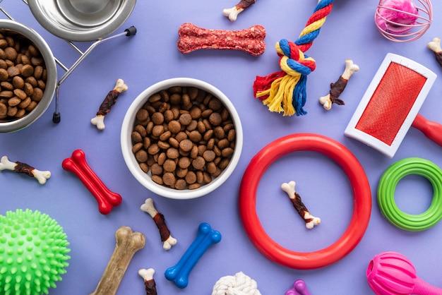 Accesorios para mascotas concepto de naturaleza muerta con alimento seco para mascotas