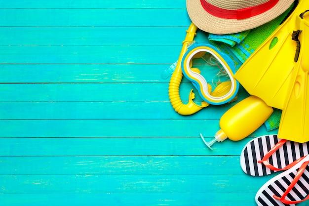 Accesorios de playa de plano, fondo de verano.