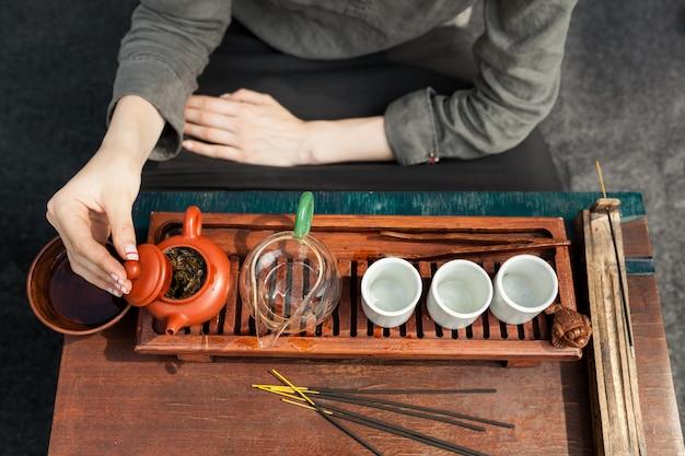 Accesorios tradicionales para la ceremonia del té.