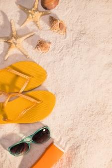 Accesorios de verano en la playa.