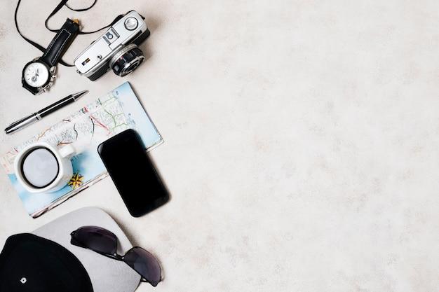 Accesorios de viaje con copia espacio.