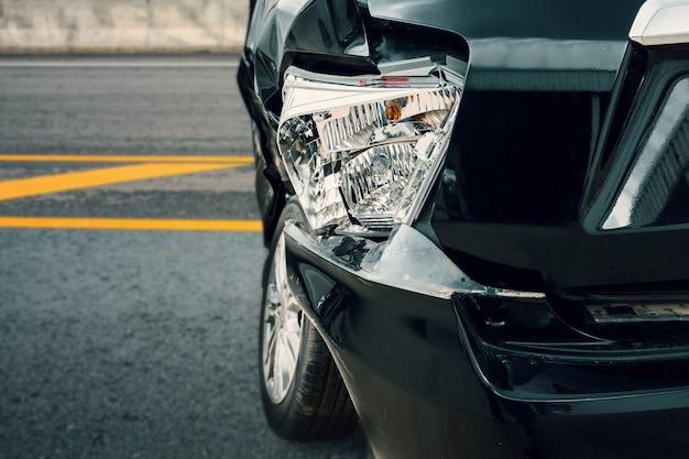Accidente automovilístico en la carretera