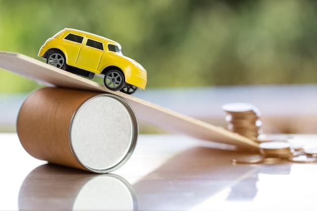 Accidente automovilístico y seguro vehicular, concepto de préstamo de deuda.