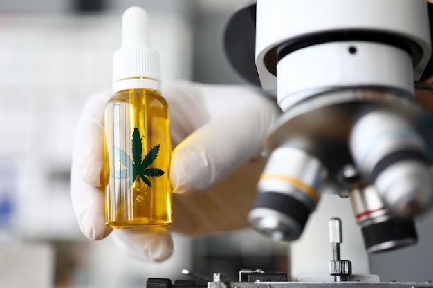 Aceite de cannabinoides en laboratorio