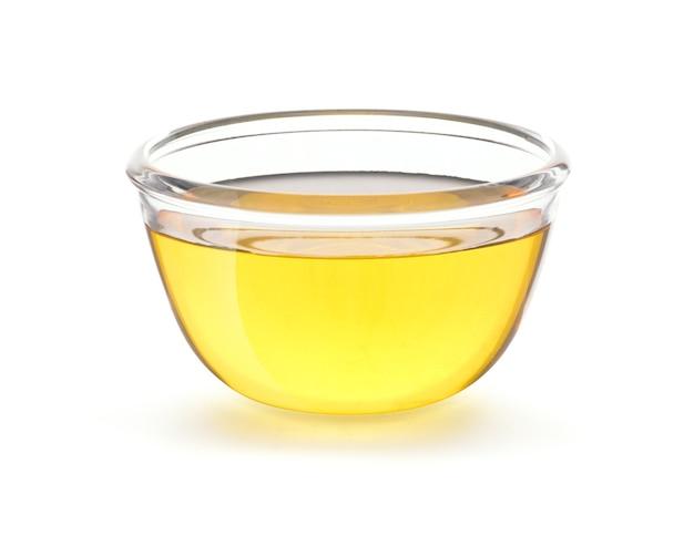 Aceite de cocina vegetal en un tazón de vidrio.