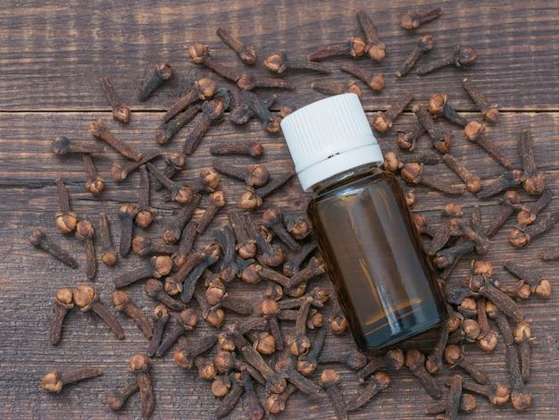 Aceite esencial de clavo de especias.