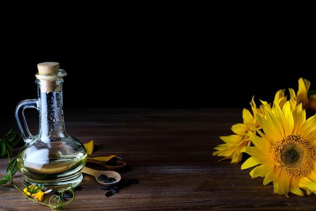 Aceite de girasol en botella de vidrio.