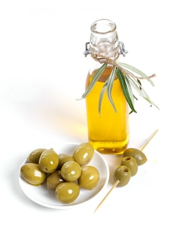 Aceite de oliva con aceitunas