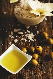 Aceite de oliva con flores