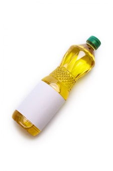 Aceite vegetal en botella de plástico con etiqueta en blanco